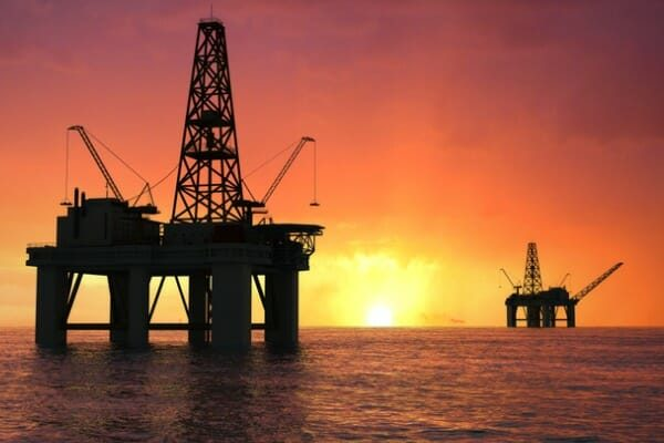 _2020_03_silhouette-oil-rig-picture-id1161679863